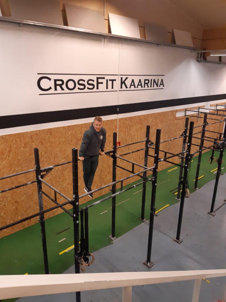 Henry Oivo CrossFit Kaarinan salilla.